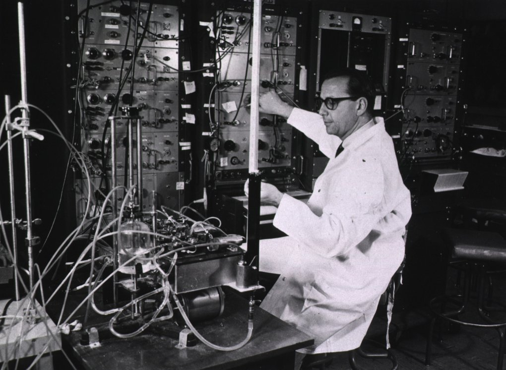 Dr. Stanley Sarnoff in his NIH Clinical Center lab